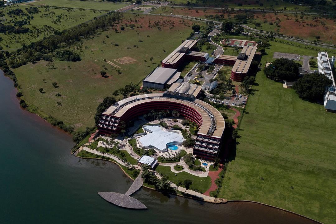 Ainda com Bolsonaro, PSL usou verba pública com carros e restaurantes de luxo