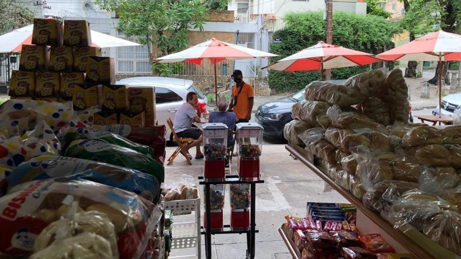 Padaria e clima de interior: a volta de Witzel ao bairro de origem no RJ