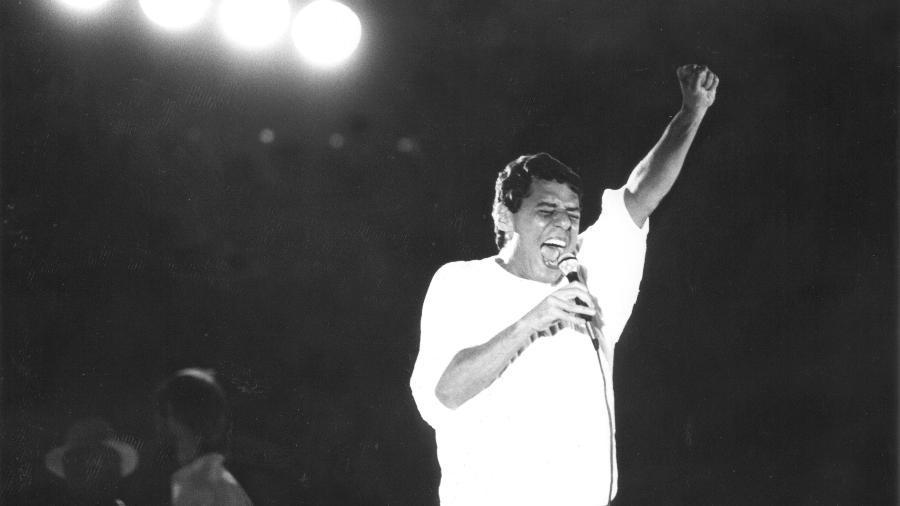 Showmícios: Como a música influencia eleições da redemocratização às lives