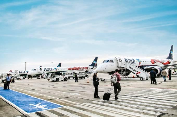 Acordo entre Azul e Latam aponta para novo (e difícil) futuro das aéreas