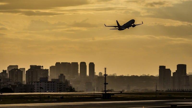 Governo começa série de leilões na infraestrutura e arrecada R$3 bi com aeroportos