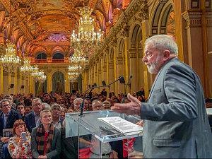 Curitiba sempre foi incompetente para julgar Lula, dizem especialistas