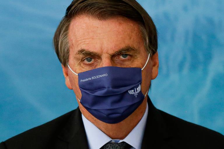 Bolsonaro sanciona lei que endurece pena para crime online
