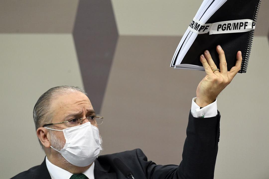 Senado releva blindagem de Aras a Bolsonaro e premia com mais dois anos na PGR seu apoio à classe política