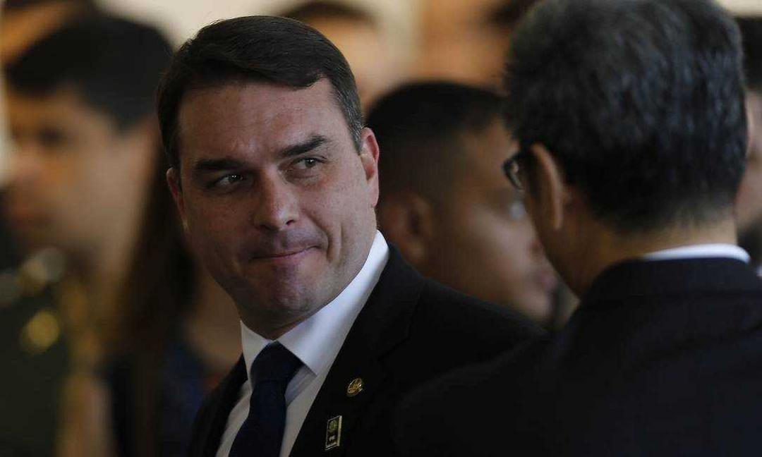 Decisão do STJ deve atrasar caso das 'rachadinhas' e pode comprometer outras provas contra Flávio Bolsonaro