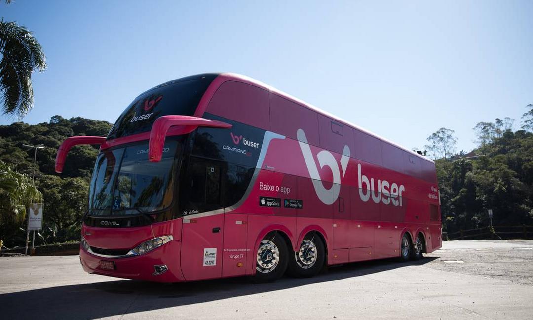 Aplicativos e empresas de ônibus travam disputa por regulação