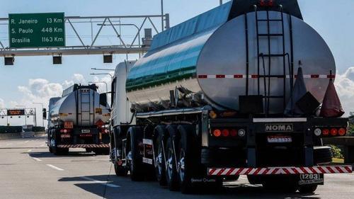 Proposta de Bolsonaro de mudar as regras do ICMS sobre combustíveis e impacto no Rio