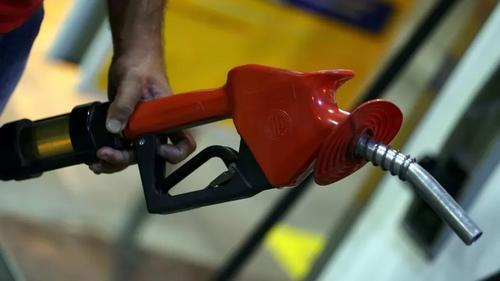 Bolsonaro insiste em mudar imposto da gasolina; preço cairia?