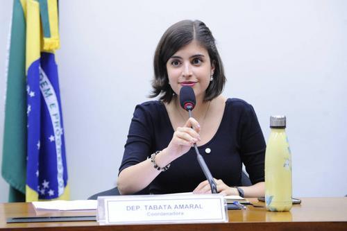 Tabata aponta 'massacre' e mira Ciro e Lupi em pedido de desfiliação do PDT