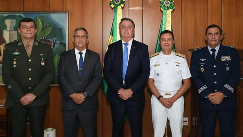 Especialistas criticam reação das Forças Armadas na crise envolvendo a CPI da Covid