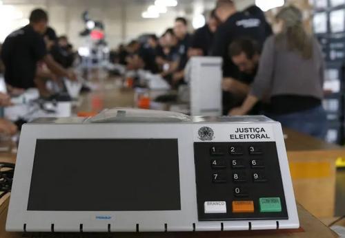 Prolongar mandatos esbarra em cláusula pétrea, avalia advogado eleitoral