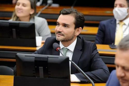 Reforma do IR: relator retira excessos, mas ainda onera investimentos