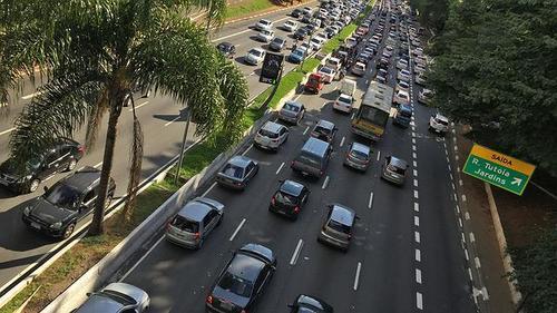Maioria dos candidatos a prefeito de SP é contra inspeção veicular obrigatória
