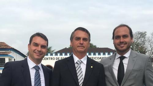 Como jurisprudência de decisão do TSE sobre rachadinha afeta clã Bolsonaro