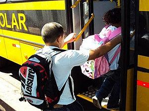 Por Covid-19, juiz reduz em 60% valor de parcela de van de transporte escolar