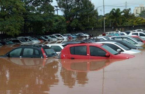 Especialista explica situações em que o seguro deve cobrir danos causados por enchentes