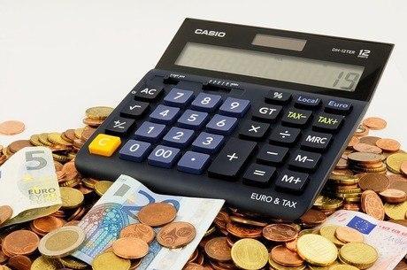 Impostos de quem recebe salário médio financiam 531 pontos de luz